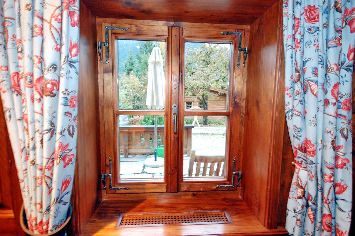 bau und m beltischlerei p ll fenster aurach bei kitzb hel. Black Bedroom Furniture Sets. Home Design Ideas